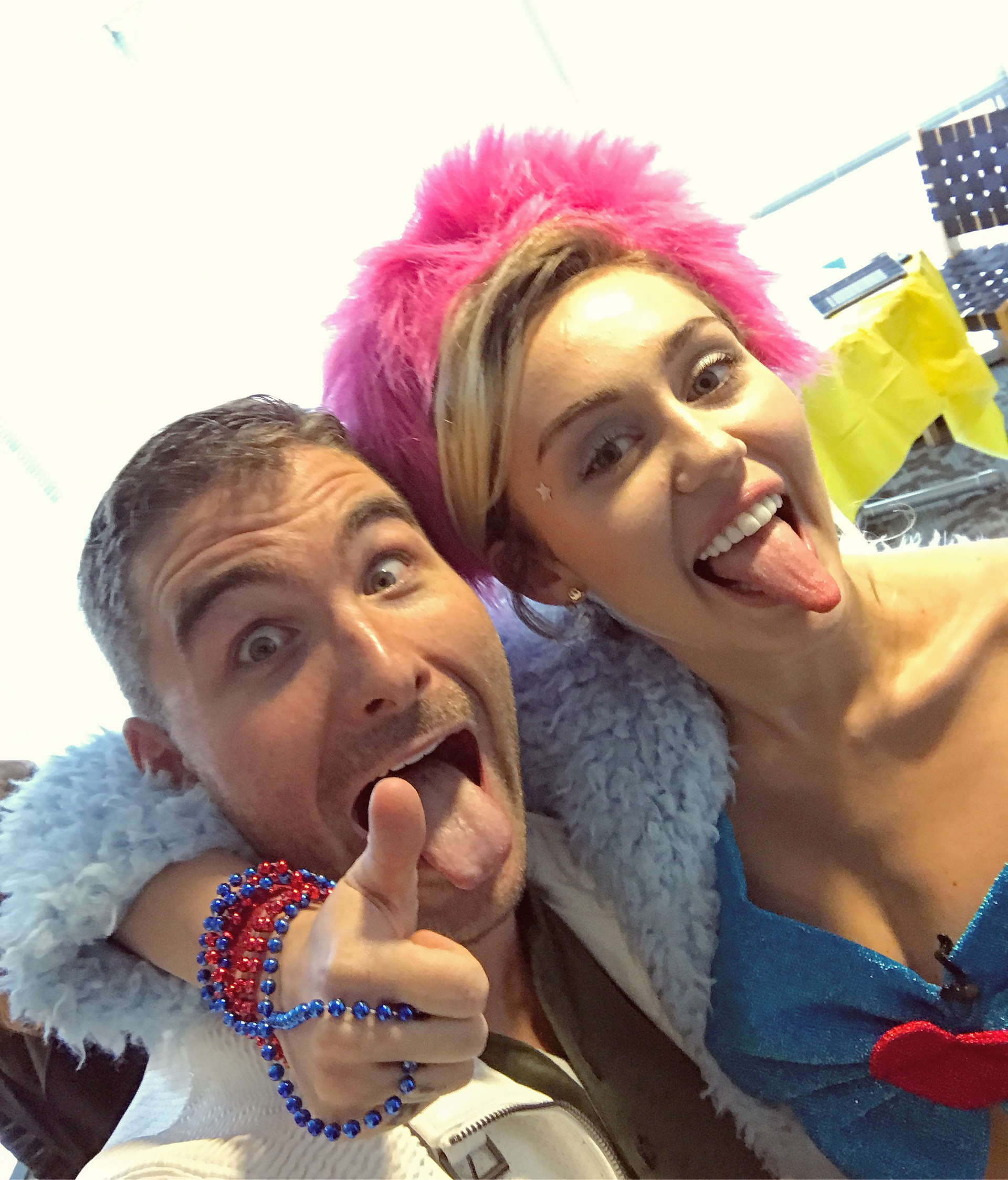 Director-James-Kicklighter-Miley-Cyrus-Selfie